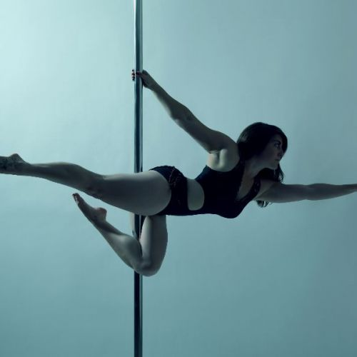 Lynsey - Side superman - pole